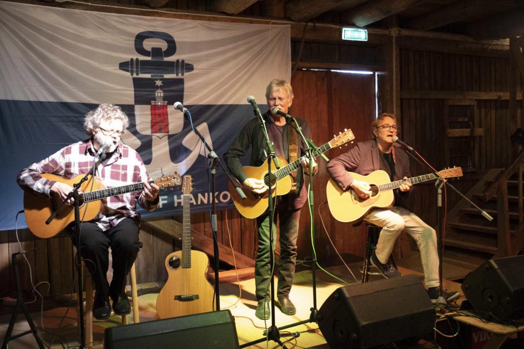Trio Acoustica